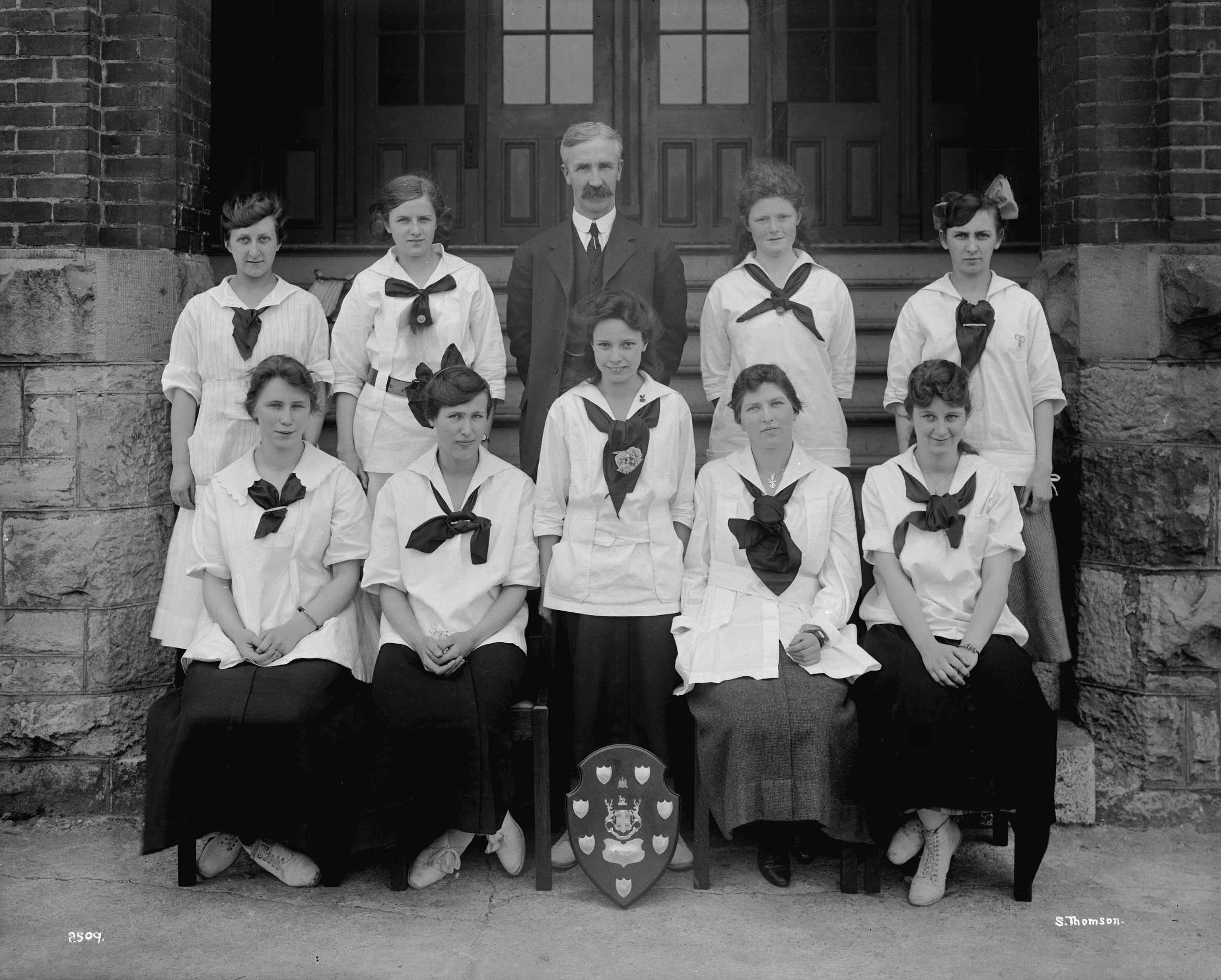 034high-school-relay-team1916-17