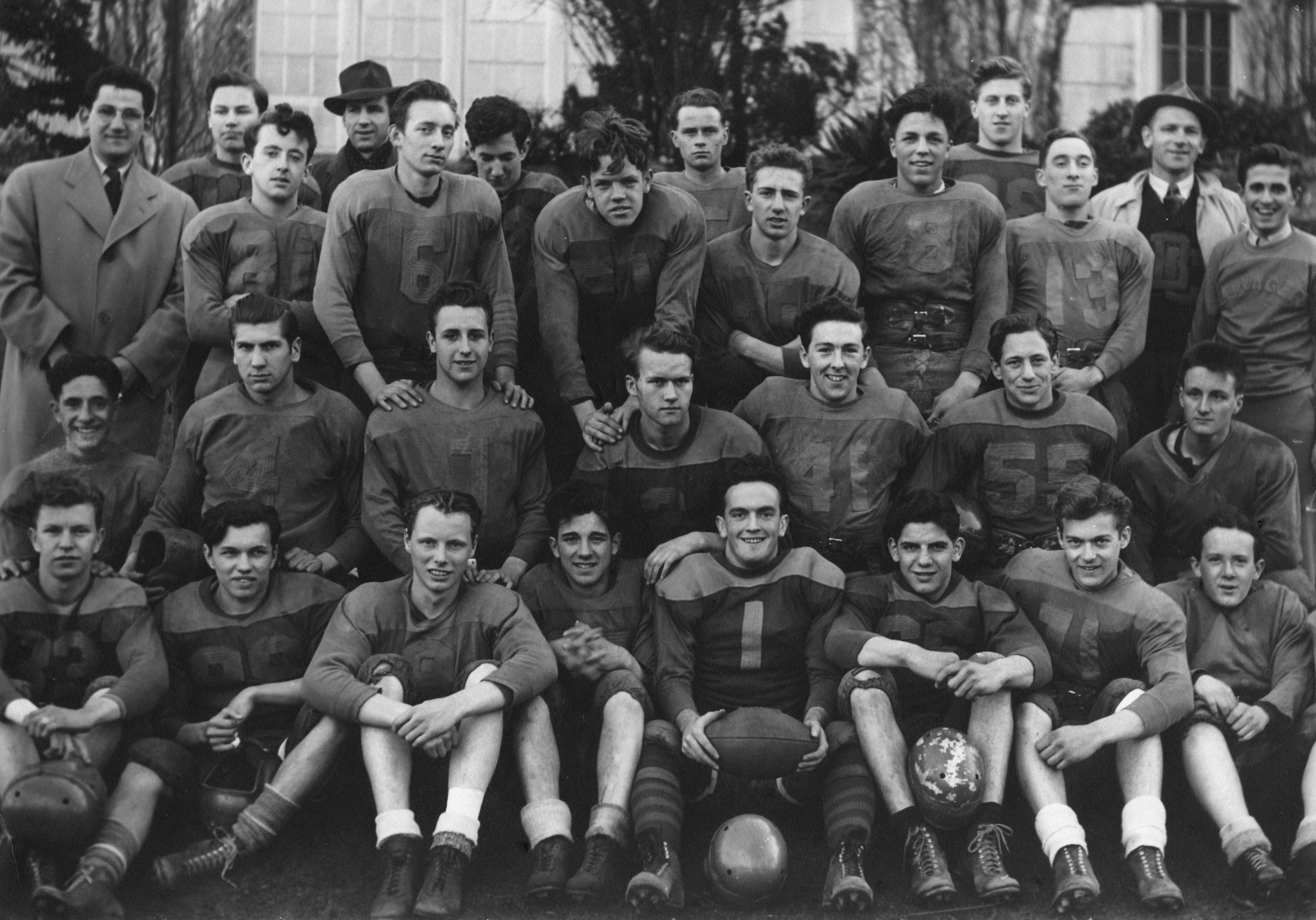 kitssenior-football1943scan20831