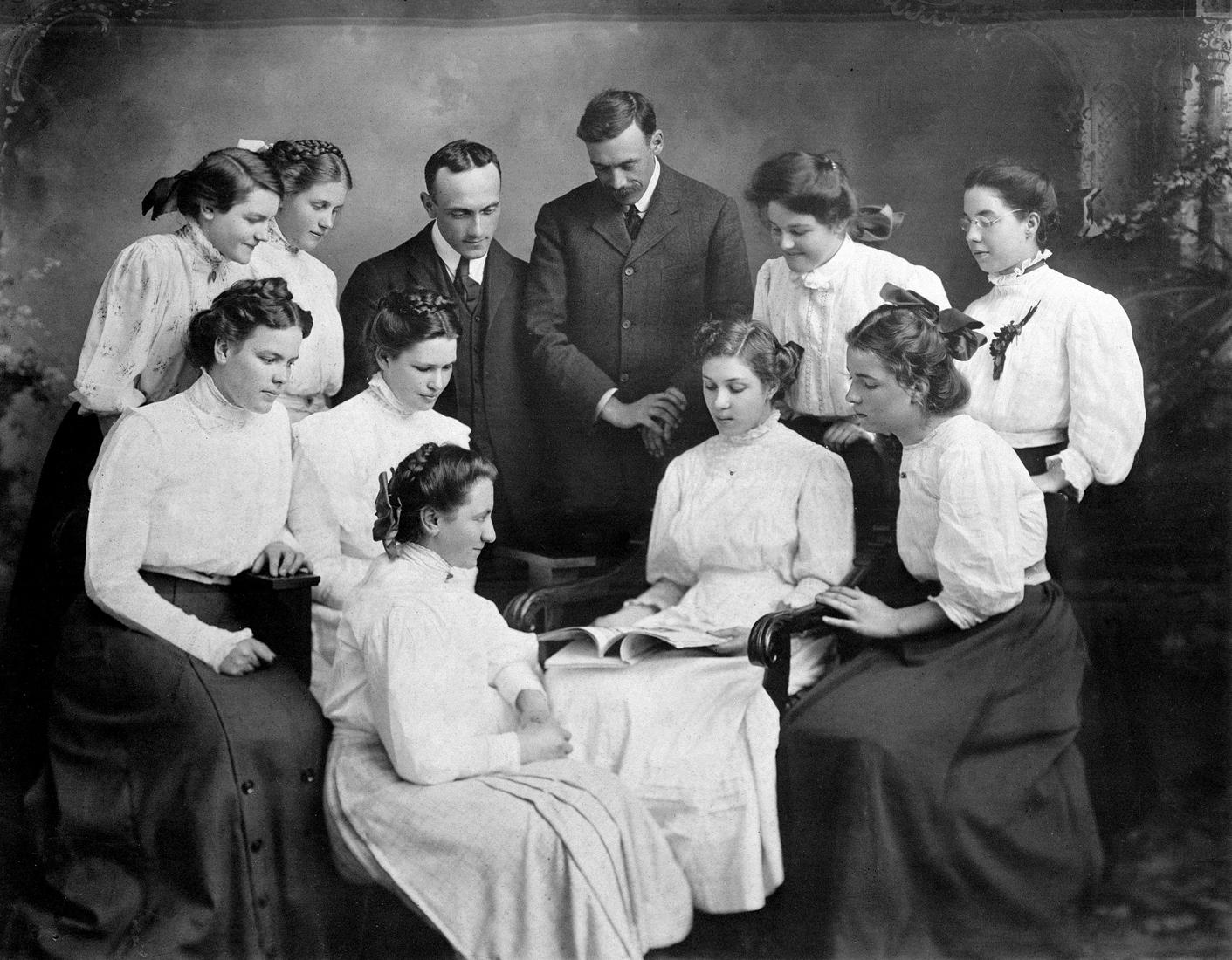 reading-circle-vancovuer-high-school-king-edward-1908